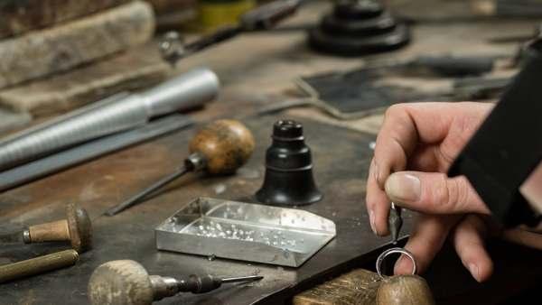 master jeweler setting diamonds